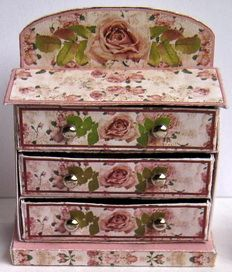 Shabby chic set of drawers from card - The Netherlands