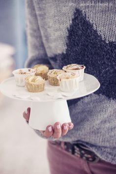 Vanille-Zimt-Apfelküchlein auf unserer räder-Etagere aus der Serie TeaTime.