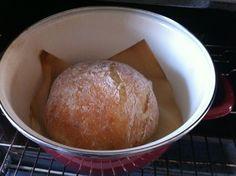 brood bakken in een pan in de oven zonder kneden
