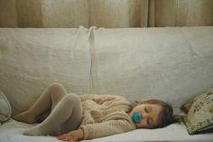 recouvrir le canapé d'un vieux draps en lin