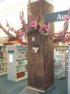 library support column covered with painted paper to create a summer tree - woodland creatures? Library Themes, Teen Library, Library Activities, Elementary Library, Library Displays, Library Design, Library Decorations, Book Displays, Library Ideas