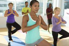 🌱Reto fitness: Intenta mantener la postura del árbol en #yoga por 1 min. Es excelente para el equilibrio, fuerza y para despejar la mente. 🙆🙏🎍