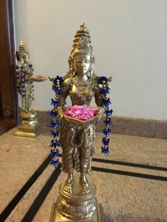 Ethnic Home Decor, Indian Home Decor, Festival Decorations, Flower Decorations, Silver Pooja Items, Salvaged Decor, Indian Goddess, Puja Room, Victorian Furniture
