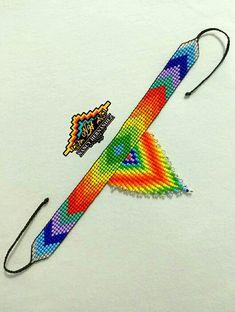 Native Beading Patterns, Beadwork Designs, Seed Bead Patterns, Loom Bracelet Patterns, Bead Loom Bracelets, Bead Jewellery, Beaded Jewelry, Beaded Lanyards, Native American Beadwork