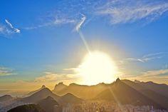 Sonnenuntergang in Rio de Janeiro, Brasilien. Foto: Felix Richter Medium Art, Mountains, Nature, Travel, Rio De Janeiro, Pictures, Brazil, Social Media, Sunset