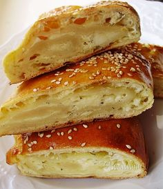 Syrová taška - will make soon! Veggie Recipes, Cake Recipes, Dessert Recipes, Desserts, Veggie Food, Sweet And Salty, Bagel, Sandwiches, Food And Drink