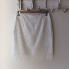 Dolce Vita above the knee lace skirt. Size XS NWOT. Never worn. Fits size 0-2. White lace skirt with lining. Fits more like a S than an XS Dolce Vita Skirts