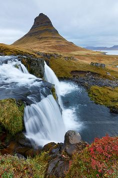 Mount Kirkjufell and waterfall Kirkjufellsfoss, Iceland