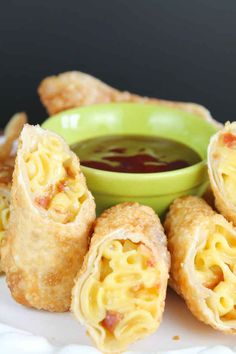 Bacon Mac and Cheese Egg Rolls