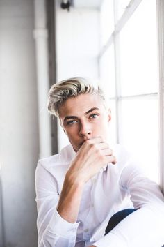 Most popular tags for this image include: lucky blue smith, model, boy, cute and Hot Lucky Blue Smith, Corte Hipster, Matthew Clavane, Le Rosey, Hot Boys, Mannequins, Belle Photo, Pretty Boys, Toddler Girls