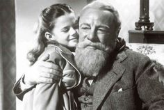 Edmund Gwenn plays Kris Kringle, a bearded old gent who is the living image of Santa Claus. Description from watch.tvguide.co.uk. I searched for this on bing.com/images