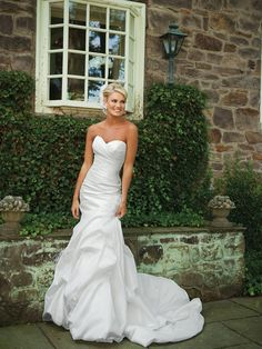 Sweetheart trumpet / mermaid taffeta bridal gown - really love the top half , may be a little much on the bottom