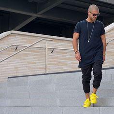 Men's Black Sunglasses, Yellow Low Top Sneakers, Black Chinos, Navy Crew-neck T-shirt Urban Street Style, Urban Style, Urban Fashion, Boy Fashion, Mens Fashion, Sporty Fashion, Fashion 2015, Streetwear, Men Looks
