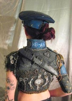 Dystopia Post-Apocalyptic Mecha Nomad Futuristic for cosplay ideas. Post Apocalyptic Clothing, Post Apocalyptic Costume, Post Apocalyptic Fashion, Mad Max, Apocalypse Costume, Apocalypse Fashion, Larp, Fallout, Cyberpunk