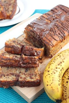 cake banane chocolat Plus Banana Com Chocolate, Double Chocolate Brownies, Healthy Chocolate, Slow Cooker Recipes, Low Carb Recipes, Cooking Recipes, Pollo Caprese, Roast Beef With Vegetables, Brownie Recipes