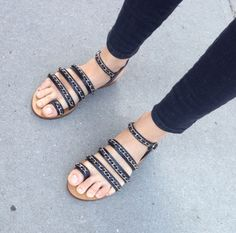 sandals + skinny jeans.