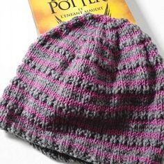 22c8ffffbf97 Bonnet hermione granger laine gris et mauve geek idée cadeau miss perles