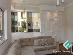Parede com placas de gesso! Wall Decor, Ceiling, Couch, Decorative Walls, Furniture, Design, Home Decor, Wall Hanging Decor, Couple Room