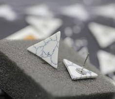 Dreieck Dreieck-Ohrring Marmor-Ohrring Stud von redsister auf Etsy