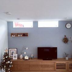 女性の、、家族住まいの「リビング」についてのインテリア実例 House Painting, Interior Design, Interior Windows, House, Room, Interior, Accent Wallpaper, Home Decor, New Homes