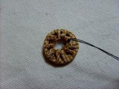 데이지 꽃만들기 과정샷~ : 네이버 블로그 Textiles, Hand Quilting, Washer Necklace, Diy And Crafts, Bags, Quilts, Wallet, Ideas, Key Hangers