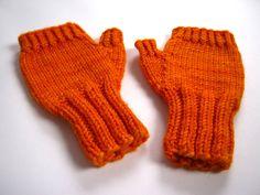 Fingerlose Handschuhe Kleinkind Orange Armstulpen von frostpfoetchen auf DaWanda.com