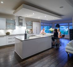 Amazing night time shot of this kitchen! Contemporary style by Astro Design Centre