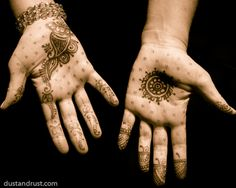 Great shot of Henna Hands painted as part of pre wedding festivities. This is an art I have always admired. I know other areas of the body are also painted. Mehndi Tattoo, Henna Mehndi, Henna Art, Arabic Mehndi, Henna Night, Henna Mandala, Simple Henna, Henna Patterns, Mehndi Designs