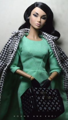 https://flic.kr/p/KRPULG | Poppy Parker Bonjour Mademoiselle | She arrives as perfect as she can be, with no screening problem and that fabulous traincase! She's so beautiful, i just love her so much! <3 <3 <3