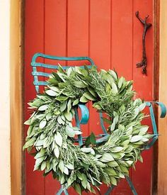 How to make a wreath in 4 steps.