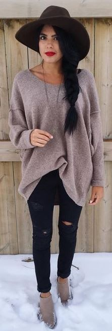 cozy knit sweater with skinny jeans and fedora