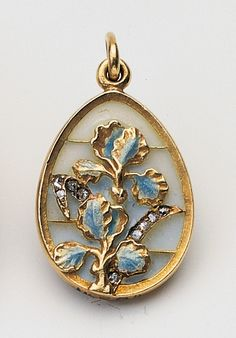 Of art nouveau style, decorated with irises, this pendant does not bear a workmaster's mark. Much of Fabergé's jewellery was produced in Holmström's workshop but this pendant with its central design of irises in pliqué-a-jour enamel set with rose diamonds, is quite different in style and design from his pieces. Engraved Fabergé in Cyrillic ...