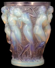 Lalique vase We have a great range of antiques and collectibles in our store Art Nouveau, Lalique Perfume Bottle, Lampe Art Deco, Vase Cristal, Diy Bird Bath, Glas Art, Art Of Glass, Carnival Glass, Antique Glass