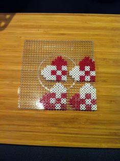 hama perler julehjerte rød hvid Perler Bead Designs, Hama Beads Design, Hama Beads Patterns, Beading Patterns, Hama Beads Christmas, Christmas Deco, Christmas Crafts, Fuse Beads, Perler Beads