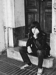 cretin-family:  Johnny Ramone photographed by Danny Fields