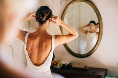 bride getting ready make up wedding destination photographer luc