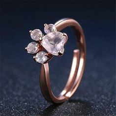 Show the LOVE for your Pet whit this amazing ring with a paw shape