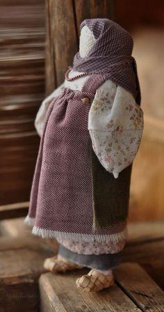 Обережная куколка, символизирующая материнство. Автора можно найти здесь: http://u-lii-tochka.livejournal.com/profile