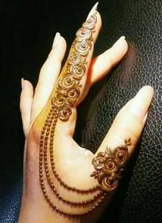 Eid includes mehndi designing, where the women decorate their hands with mehndi designs. Check 41 Mehndi Designs For Eid to Try This Year. Simple Mehndi Designs Fingers, Finger Henna Designs, Back Hand Mehndi Designs, Modern Mehndi Designs, Mehndi Designs For Girls, Latest Mehndi Designs, Mehndi Designs For Hands, Fingers Design, Henna Tattoos