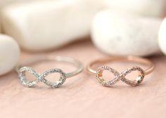 Anillo infinito de Etsy en https://www.etsy.com/es/listing/179821244/1piece-infinity-ring-crystal-best-friend