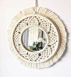 Ideas bonitas con macramé - Muero de amor por la deco Macrame Mirror, Macrame Art, Macrame Design, Macrame Projects, Design Projects, Projects To Try, Ideas Bonitas, Arts And Crafts, Diy Crafts