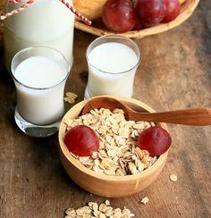 Deşi nu are simptome evidente, hipercolesterolemia duce la apariţia bolilor cardiace, aşa că e bine să te gândeşti la dieta pentru scăderea colesterolului. Glass Of Milk, Cheese, Drinks, Food, Medicine, Diets, Drinking, Beverages, Essen
