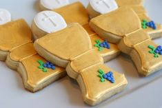how-to decorate First Communion Cookies, with link to cookie cutter resource Baptism Cookies, Easter Cookies, First Communion Cakes, First Holy Communion, Royal Icing Cookies, Sugar Cookies, Cookie Tutorials, Cookie Designs, Cookie Decorating