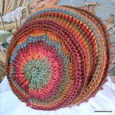 Emilys-super-slouchy-crochet-hat-free-crochet-pattern_small2