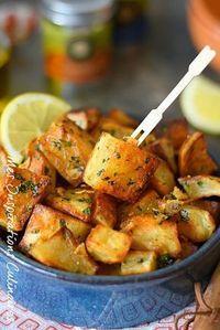 Batata Harra: Lebanese spicy potatoes Batata Harra: Potatoes … - Quick and Easy Recipes Healthy Dinner Recipes, Vegetarian Recipes, Cooking Recipes, Healthy Drinks, Batata Potato, Health Dinner, Lebanese Recipes, Middle Eastern Recipes, Food Inspiration