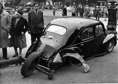Vintage Motorphoto's French Collection Old Vintage Cars, Old Cars, Vintage Photos, Antique Cars, Automobile, Citroen Traction, French Collection, Automotive Art, Car Crash