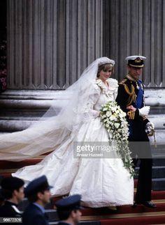 Royal Brides, Royal Weddings, Princess Diana Wedding Dress, Princess Diana Pictures, Most Beautiful Wedding Dresses, Princes Diana, Wedding Dress Train, Lady Diana Spencer, Spencer Family