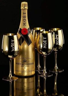"""To celebrate those special occasions - Moet & Chandon Gold bottle Champagne & Gold Moet Champagne """"Glasses"""" Moet Chandon, Champagne Moet, Champagne Taste, Champagne Brands, Champagne Glasses, Whisky, In Vino Veritas, Sparkling Wine, Tequila"""