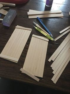 I wanted to make Miniature Barn Doors for my Nashville Duplex Dollhouse. I searched all over the net and much to my surprise I couldn't find one single image of… Diy Teepee Tent, Diy Tipi, Diy Fairy Door, Diy Door, Doll Furniture, Dollhouse Furniture, Furniture Vintage, Dollhouse Miniature Tutorials, Diy Dollhouse Miniatures