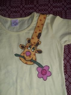 camiseta customizada girafinha